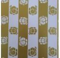 Papel de regalo liso con regalitos de navidad de color oro