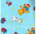 Papel de regalo azul claro liso con conejos y osos