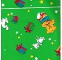 Papel de regalo verde liso con conejos y osos