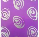 Papel de regalo púrpura liso con espirales en plata