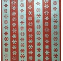 Papel de regalo con líneas plata y rojas con nieve
